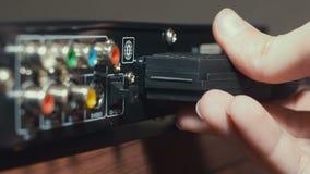 Het opnemen van Scart-Stop in DVD-Speler stock video