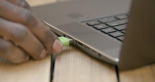Het opnemen van USB-station stock videobeelden