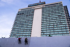 Het opnieuw schilderen van het Hotel van Habana Libre in Havana, Cuba Royalty-vrije Stock Foto