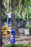 Het oprichten van kabelarbeiders Stock Fotografie