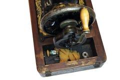 Het opslaan van compartiment van uitstekende naaimachine draad, spoelen royalty-vrije stock fotografie