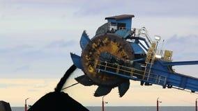 Het opstapelen van Steenkool voor Vervoer stock video