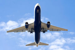 Het opstijgen van vliegtuigen stock afbeelding