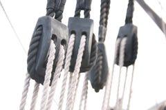 Het Optuigen van de zeilboot: Lijnen en Katrollen Royalty-vrije Stock Afbeelding