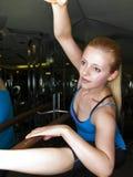 Het opwarmen in een gymnastiek Royalty-vrije Stock Afbeelding