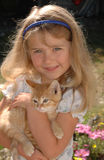 Het oranje katje van het meisje Royalty-vrije Stock Afbeeldingen