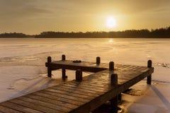 Het oranje meer van het de Winterlandschap met ijs Stock Foto's