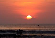 Het Oranje Strand van de zonsondergang Royalty-vrije Stock Afbeeldingen