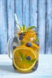 Het oranje Water van Bosbessendetox Royalty-vrije Stock Foto
