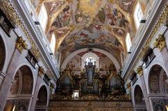 Het orgaan in de Kathedraal van Sinterklaas in Ljubljana, Slovenië stock afbeelding