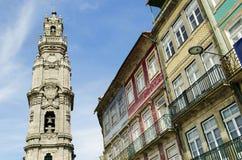 Het oriëntatiepunt van de Clerigostoren in porto Portugal stock afbeelding