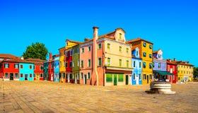 Het oriëntatiepunt van Venetië, Burano-eiland vierkante en kleurrijke huizen, Italië royalty-vrije stock afbeeldingen