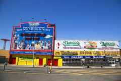Het originele restaurant van Nathan s in Coney Island, New York Stock Foto's