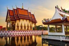 Het oriëntatiepunt van Thailand Wat Phra Yai Temple Sunset Reis, toerisme Royalty-vrije Stock Afbeeldingen