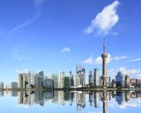 Het oriëntatiepunthorizon van Shanghai bij Nieuw stadslandschap Stock Foto