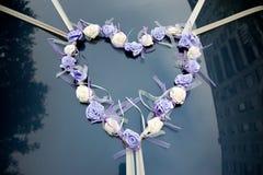 Het ornament van het huwelijk voor de treinauto stock foto