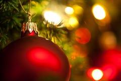 Het Ornament van Kerstmis met Boom op Achtergrond, stock foto's