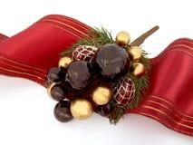 Het ornament van Kerstmis met rood lint Stock Afbeeldingen