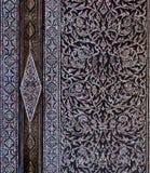 Het ornament verfraait deur bij Groot Paleis Thailand Stock Fotografie