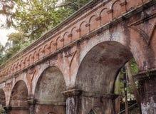 Het oude aquaduct van de Suirokakubaksteen in Kyoto stock afbeelding