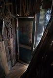 Het oude binnenland van de grungeschuur Stock Afbeelding