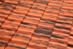 Het oude dak van de terracottategel Stock Afbeeldingen