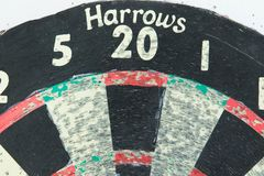 Het oude dartboard gebruikte rode groene 20 Eggen Royalty-vrije Stock Foto's