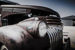 Het oude detail van de autokoplamp in slechte voorwaarde royalty-vrije stock afbeeldingen