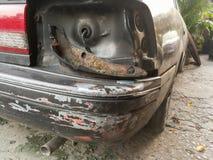 Het oude die licht van de autostaart na ongeval wordt gebroken Stock Afbeelding