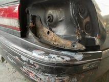 Het oude die licht van de autostaart na ongeval wordt gebroken Stock Foto's