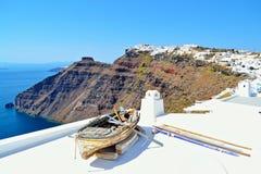 Het oude eiland Griekenland van Santorini van de boot clifftop mening stock foto's