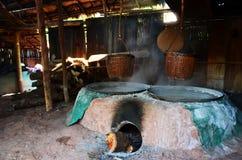 Het oude oude fornuis voor maakt rots tot zout Inheemse Kennis van kluea van BO in Nan-stad Royalty-vrije Stock Foto's