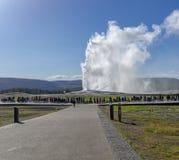 Het oude gelovige Nationale park van uitbarstingsyellowstone stock afbeelding