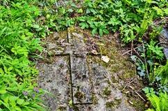 Het oude geworpen kruis stock foto