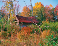 Het oude haveloze huis Stock Foto's