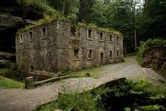 Het oude huis van de steenmolen royalty-vrije stock fotografie