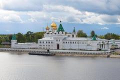 Het oude Ipatievsky-Klooster in de september-middag Kostroma, Rusland Royalty-vrije Stock Fotografie
