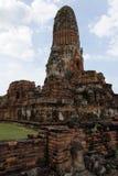 Het oude kasteel met de geruïneerde muren Stock Foto's