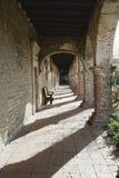 Het oude klooster van de adobebaksteen in ruïnes stock fotografie