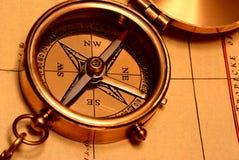 Het oude kompas van het stijlmessing royalty-vrije stock foto's