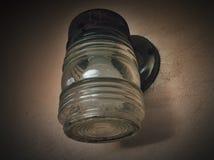 Het oude licht van de lantaarnpaalbol Royalty-vrije Stock Foto's