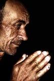 Het oude mens bidden Stock Fotografie