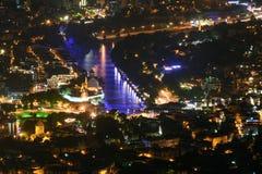 Het oude panorama van de de stadsnacht van Tbilisi royalty-vrije stock foto