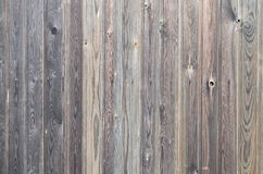 Het oude patroon van het grunge donkere bruine houten paneel met de mooie abstracte binnen textuur van de korreloppervlakte, vert stock fotografie