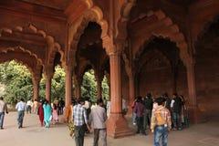 Het oude Rode Fort en de toeristen van Delhi Royalty-vrije Stock Fotografie