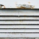 Het oude roestige fragment van het ventilatietraliewerk Royalty-vrije Stock Fotografie