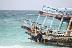 Het oude schip op overzees Stock Afbeelding