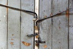 Het oude slot van de grungedeur royalty-vrije stock afbeeldingen