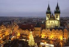 Het Oude Stadsvierkant in Praag tijdens Kerstmisvakantie Stock Fotografie