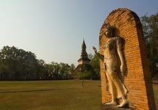 Het oude standbeeld van Boedha bij het Historische Park van Sukhothai, Thailand Royalty-vrije Stock Afbeeldingen